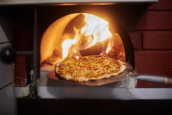 Ved i ugn och pizza